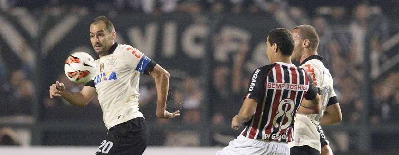 Apesar de jogo truncado, Corinthians saiu na frente no primeiro tempo