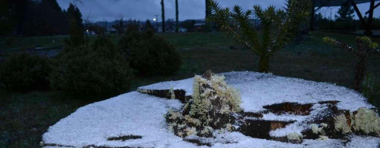 22 de julho - Neve ficou acumulada em alguns pontos deSão Joaquim, em Santa Catarina