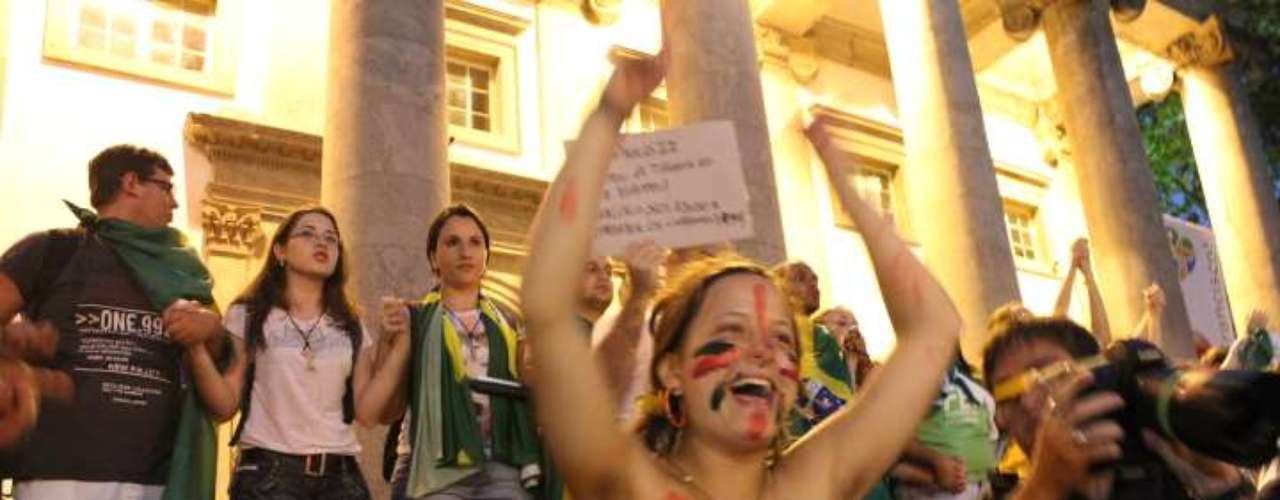 22 de julho -Seminuas, mulheres protestaram contra a visita do papa Francisco e a postura da Igreja Católica em relação à homossexualidade