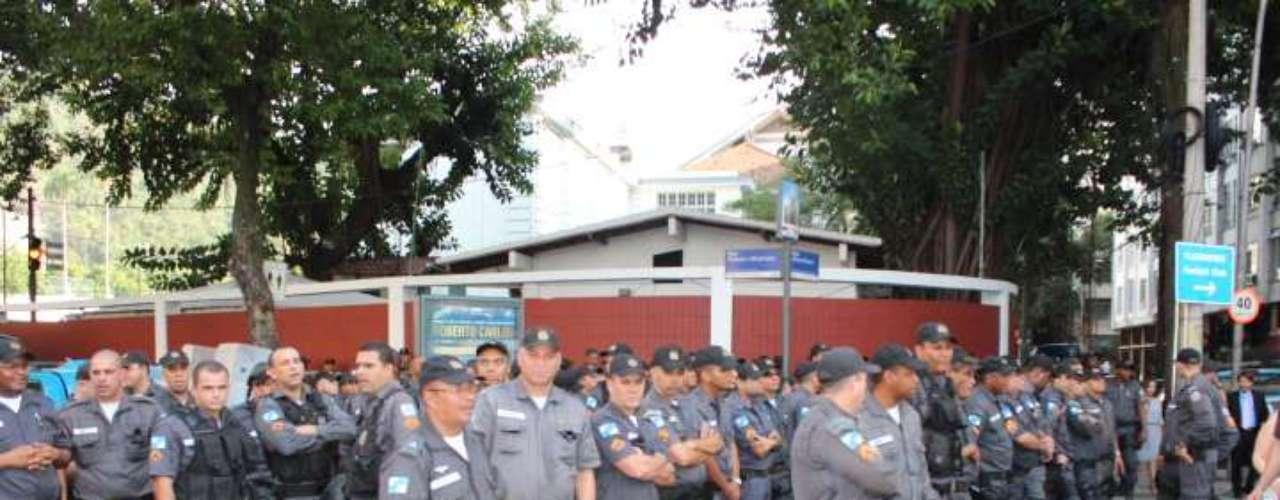 22 de julho -O primeiro cerco dos policiais ocorre bem ao lado da sede do Fluminense, vizinho ao Guanabara. Caso os manifestantes cheguem até a barreira, possíveis confrontos podem ocorrer bem próximo ao local onde o papa Francisco vai desembarcar