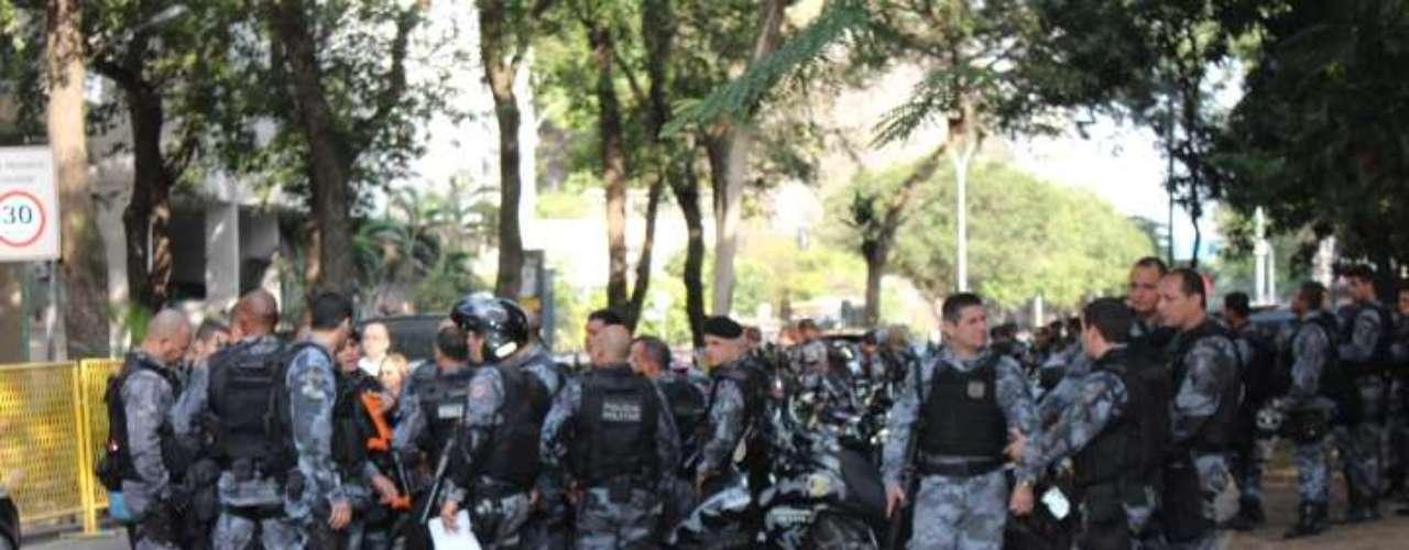 22 de julho -Cerca de 1 mil homens, entre Batalhão de Choque, Polícia Militar, Exército e até efetivo da Força Nacional de Segurança fazem o maior cerco de segurança já realizado no local