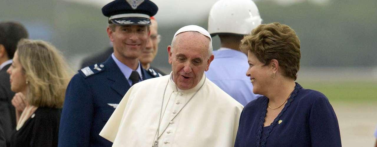 22 de julho -Da Base Aérea do Galeão, o Papa saiu às 16h18 em passeio em carro fechado até a Catedral Metropolitana