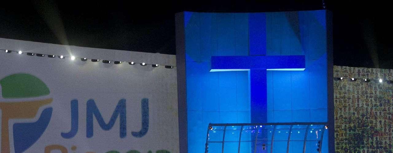 23 de julho - Momentos iniciais da Jornada Mundial da Juventude, no palco de Copacabana, nesta terça-feira
