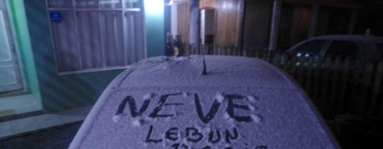 22 de julho - Internauta registra neve na cidade de Lebon Régis, em Santa Catarina