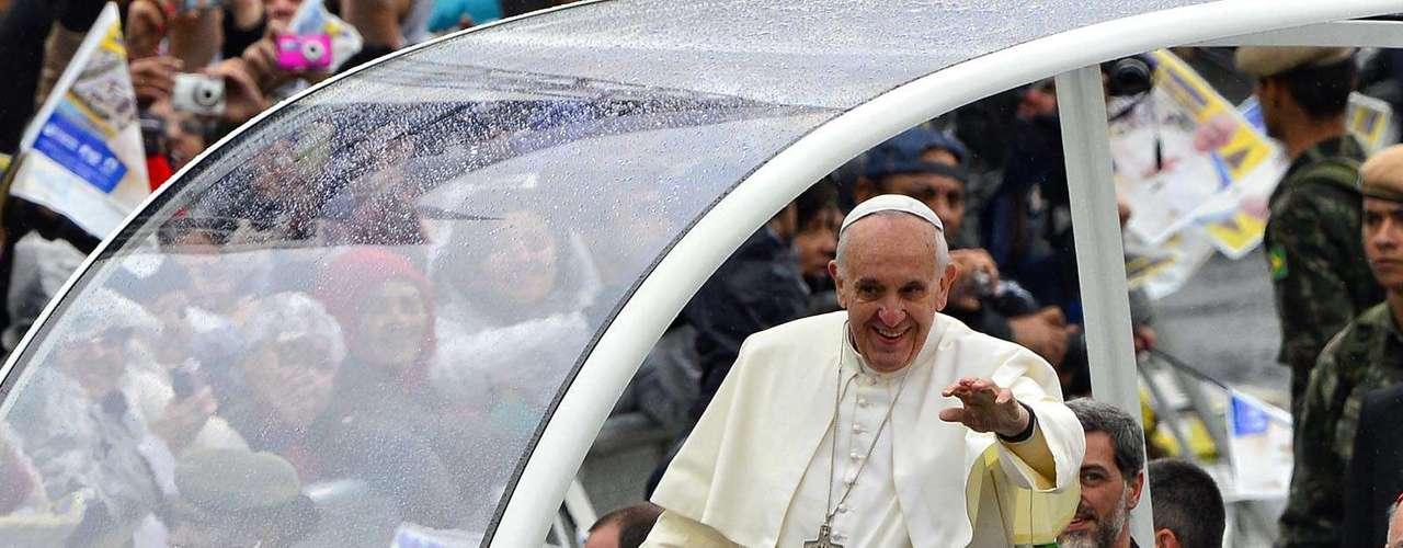 24 de julho -Momento da chegada do Papa Francisco em Aparecida