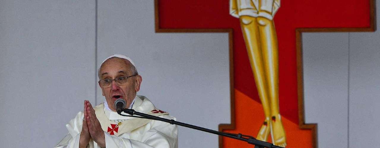 24 de abril -Muitos católicos demonstraram sua felicidade e emoção em ver pela primeira vez o Papa