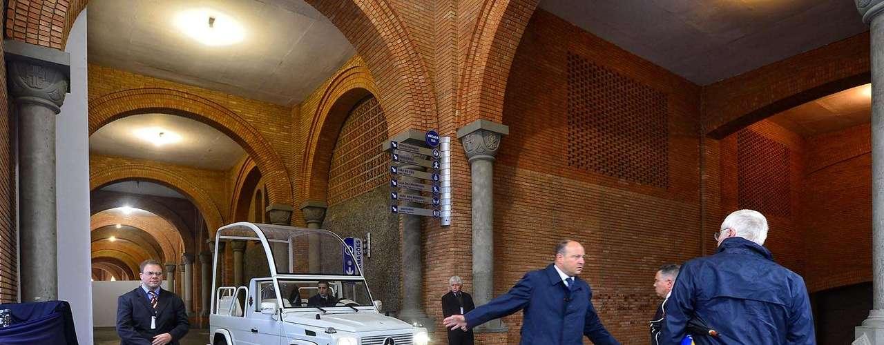 24 de julho - Francisco vai utilizar o veículo para saudar os fiéis