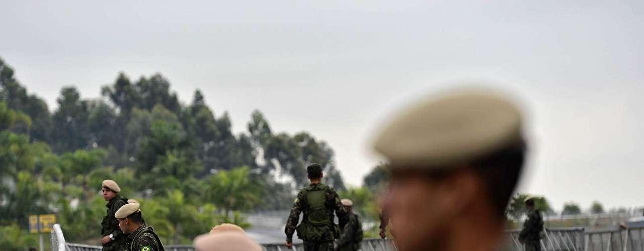 23 de julho -Homens que farão a segurança do Santuário Nacional de Aparecida se preparam antes da chegada do Papa