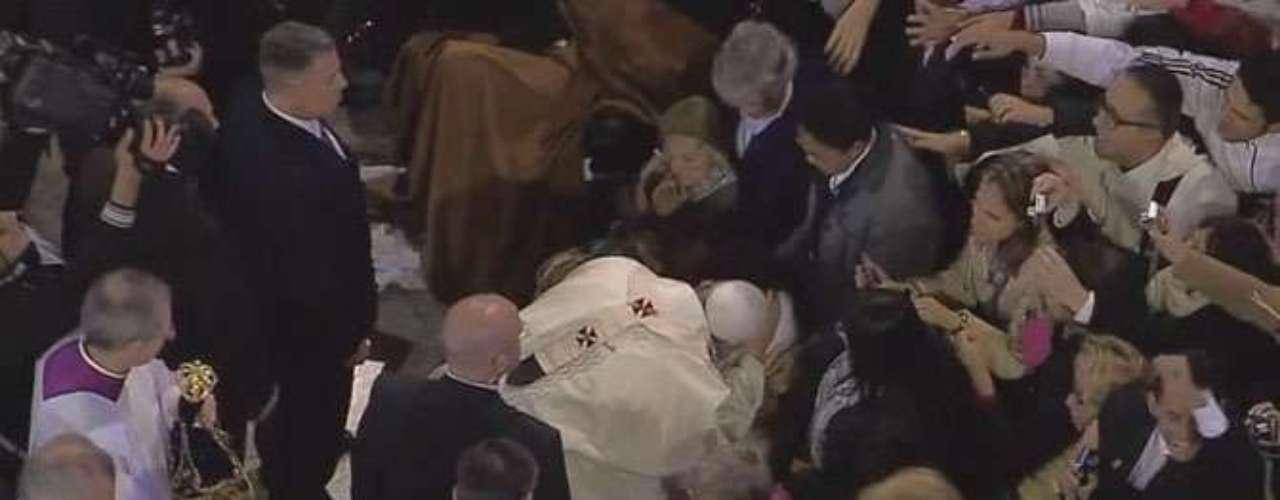 24 de junho -O Papa abençoou fiéis que estavam na missa