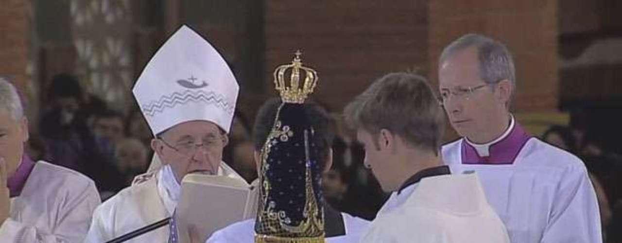 24 de junho -Mais uma vez, a imagem de Nossa Senhora Aparecida foi usada na ritual