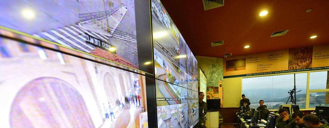 23 de julho -Telões mostram imagem da área do Santuário Nacional, em Aparecida