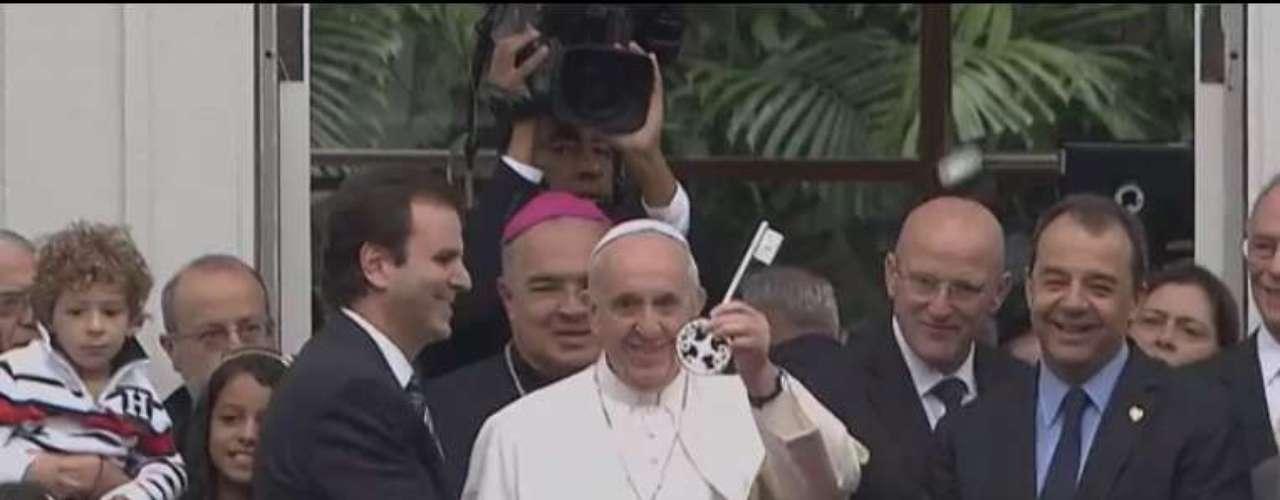 25 de julho - Lá ele também recebeu a chave da cidade do Rio de Janeiro