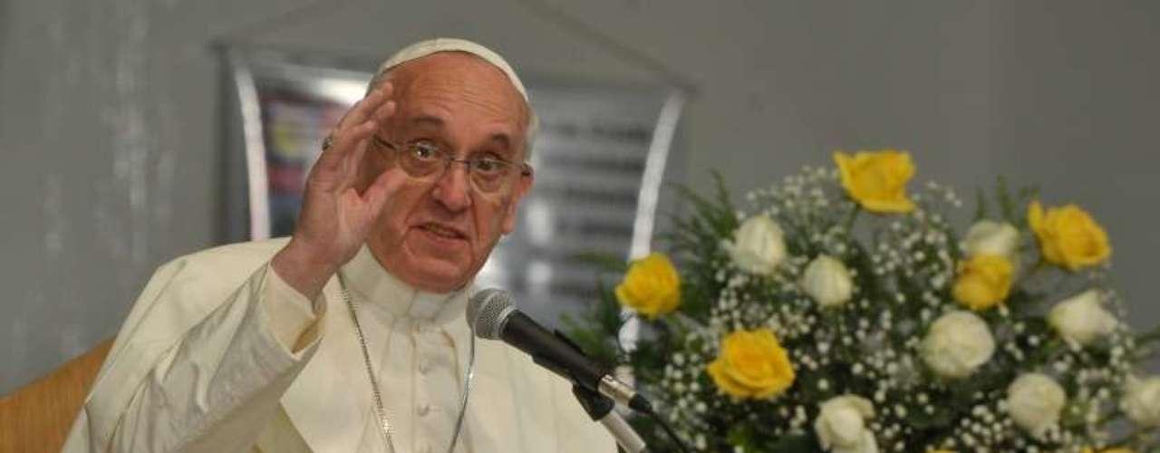 24 de julho -Papa se disse contra a liberação do uso de drogas em discurso nesta quarta-feira