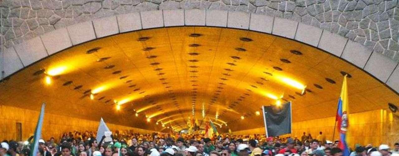 27 de julho - multidão de jovens parte rumo a Copacabana