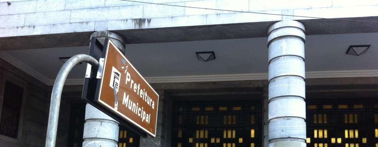 29 de julho- Grupo de sem-teto ocupa a prefeitura de Belo Horizonte em protesto por diálogo com o prefeito, Marcio Lacerda. Cerca de 100 moradores de comunidades irregulares entraram no prédio público
