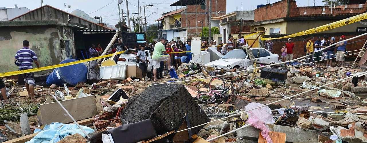 Desabrigados ficarão em hotéis até as casas serem reconstruídas