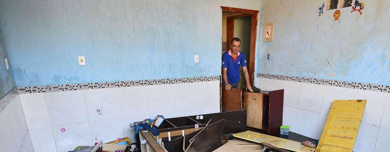 Água revirou móveis e objetos de dentro das casas
