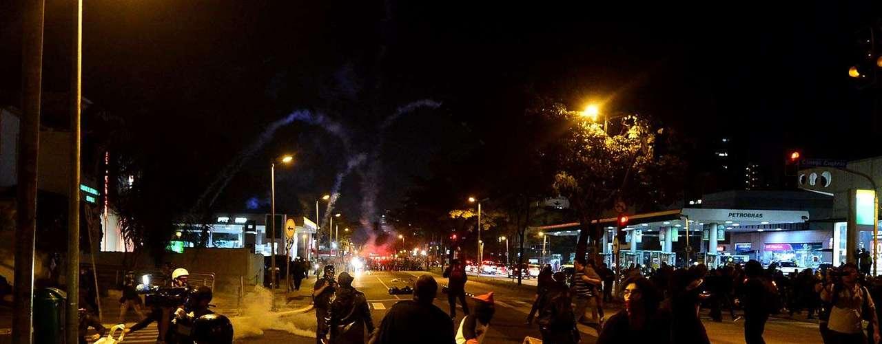 30 de julho -Protesto teve conflito entre manifestantes e policiais militares em São Paulo