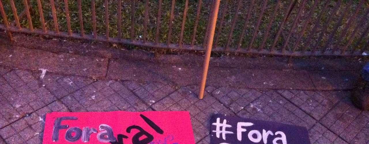 1º de agosto - Governador do RJ também foi alvo, em solidariedade aos manifestantes fluminenses