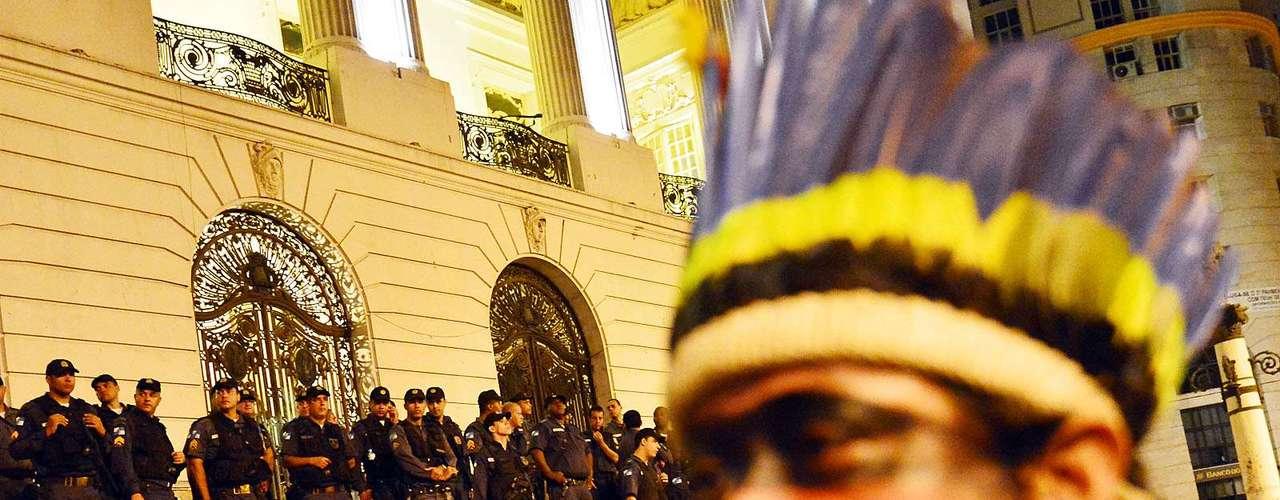 31 de julho -Indígenas também participaram do protesto, reivindicando a permanência do Museu do Índio na área da Aldeia Maracanã
