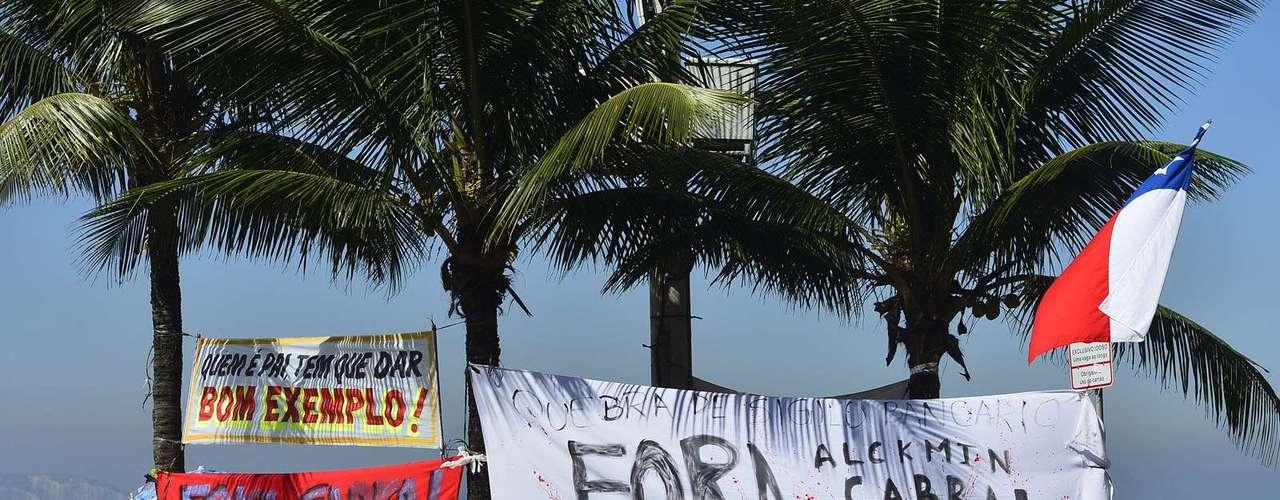 2 de agosto - Manifestantes prometem ficar até que Cabral deixe o governo