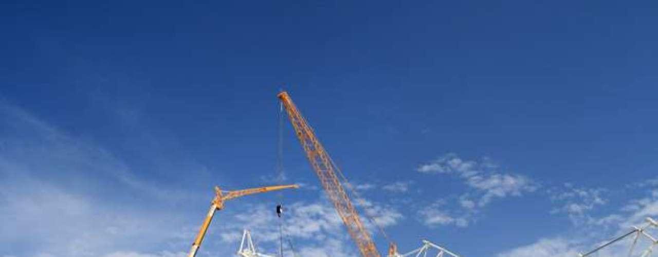 08 de agosto de 2013: com a nova cobertura em estado avançado, o Beira-Rio já chegou a 76,5% de suas obras
