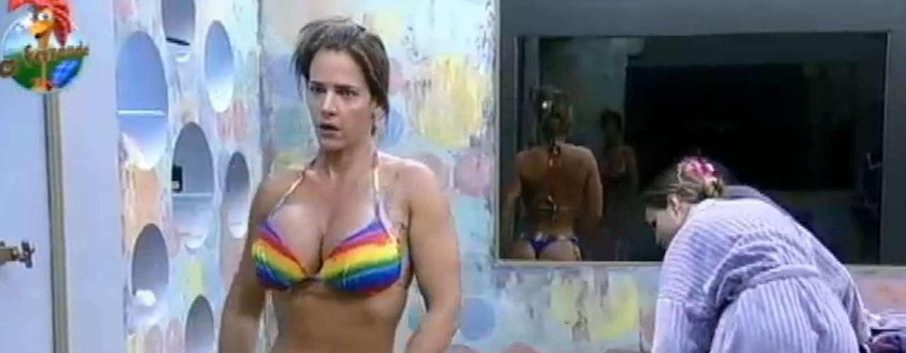 Andressa Urach e Denise Rocha tomaram banho juntas