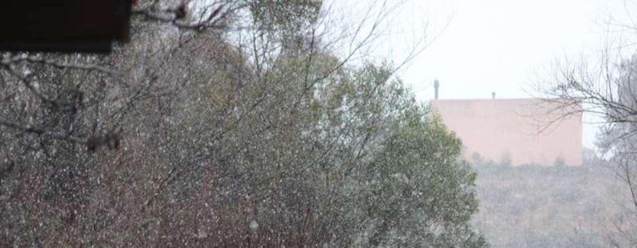 14 de agosto - Chegou a nevar forte no início da manhãem São Joaquim, na serra catarinense