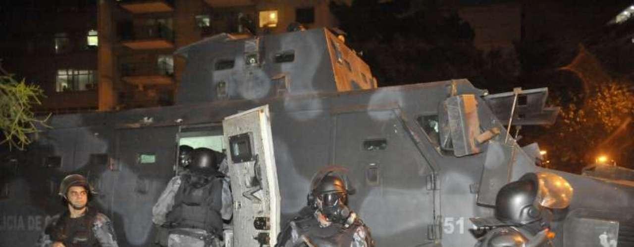 14 de agosto -Blindado da Polícia Militar foi usado na manifestação desta quarta-feira, no Rio de Janeiro