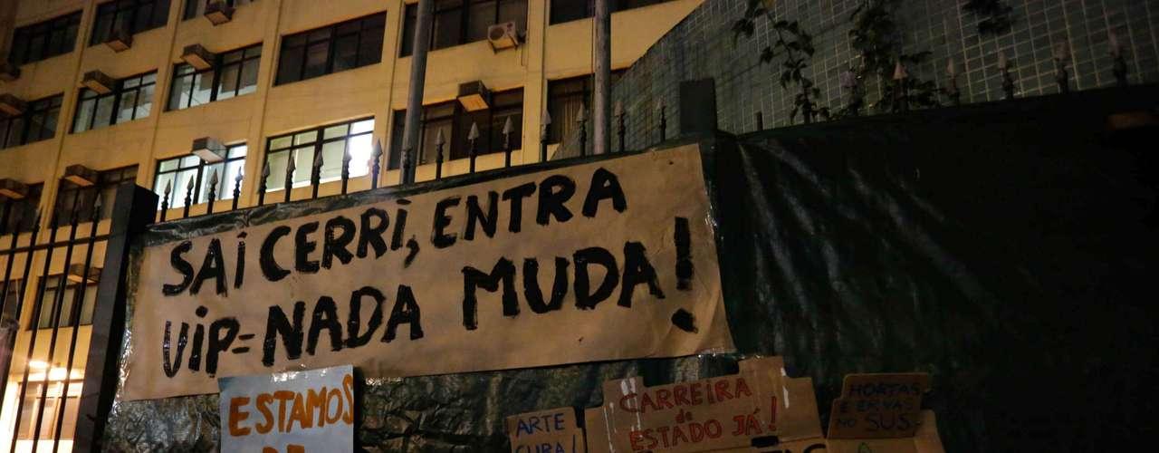 16 de agosto - Grupo é contra a privatização do Hospital das Clinicas e contra o governador paulista Geraldo Alckmin (PSDB)
