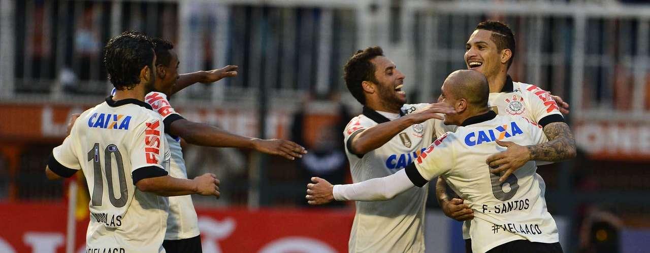 Corinthians tinha melhorado no final do jogo e pressionava o Coritiba quando o juiz marcou o pênalti