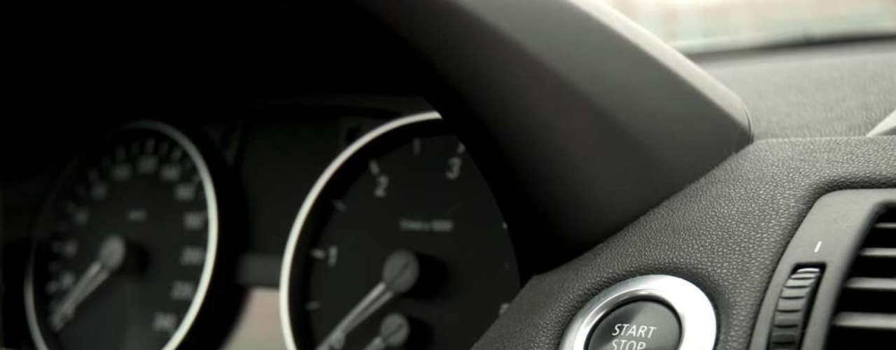 O Start & Stop é um sistema que desliga o motor de forma instantânea quando o carro encontra-se parado por alguns segundos