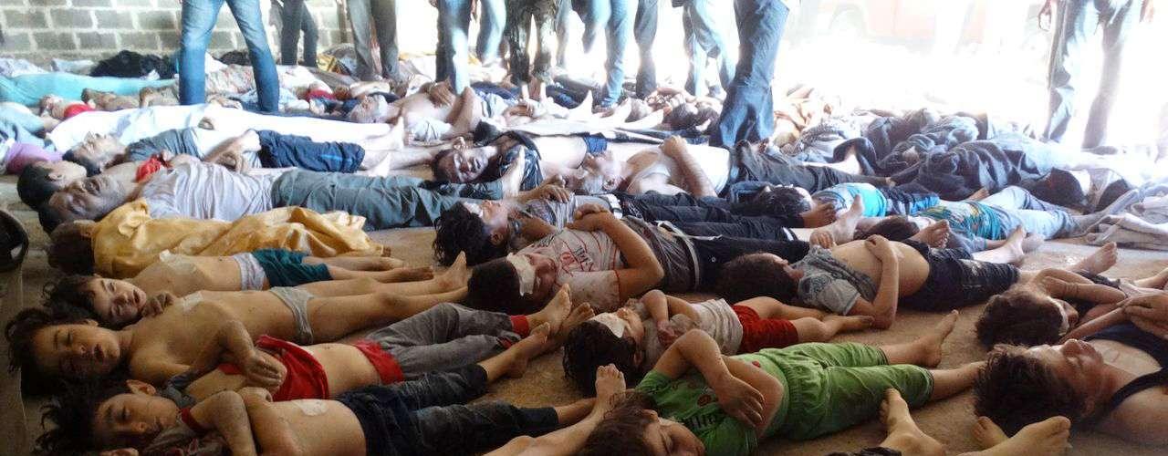 Imagens divulgadas pela oposição mostram corpos de vítimas, muitas delas crianças, espalhados pelo chão