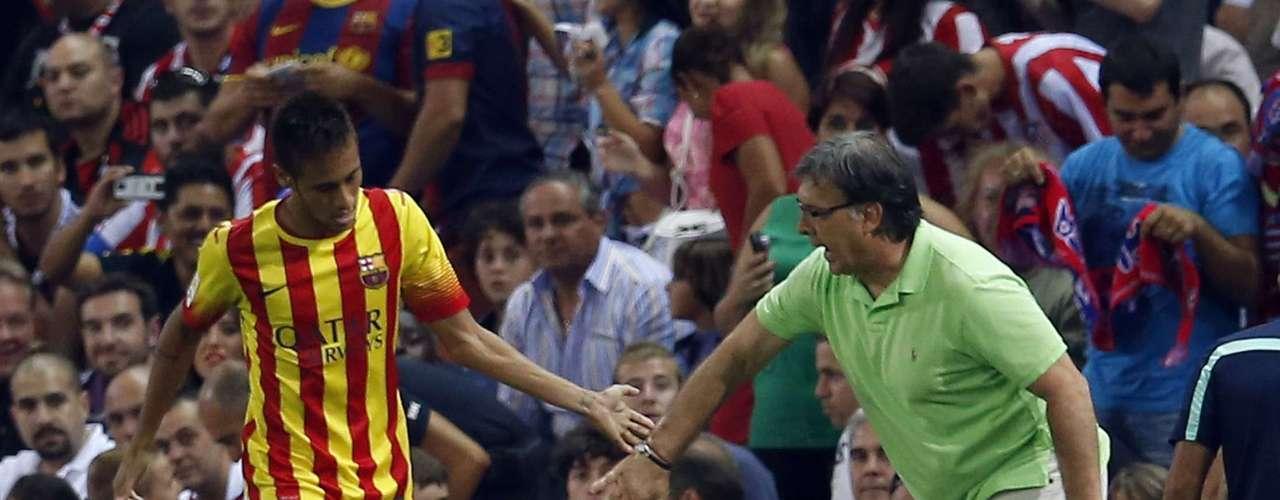 Atacante recebeu cumprimento do técnico argentino Gerardo Martino