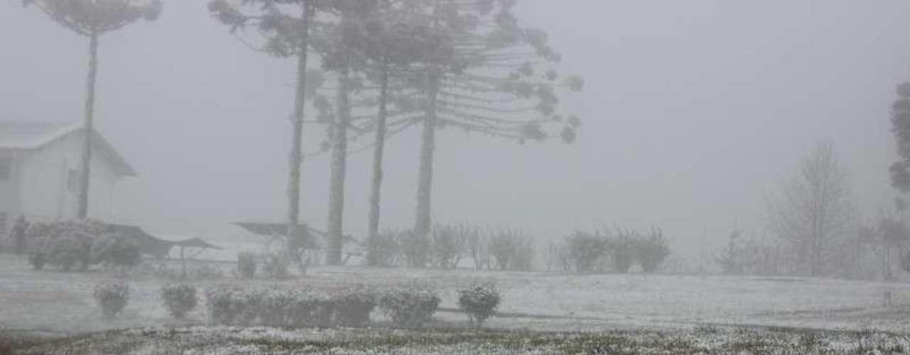 27 de agosto - Visibilidade também ficou prejudicada com a neve e o amanhecer gelado