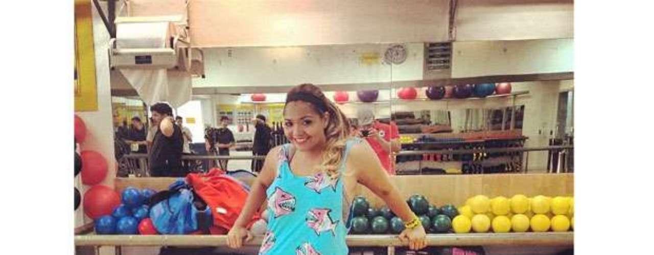 Logo após anunciar sua participação no 'Medida Certa', nesta terça-feira (27), Gaby Amarantos publicou foto na academia, usando legging cinza, regata com estampa divertida de piranhas, tênis supercolorido e uma faixinha no cabelo. \