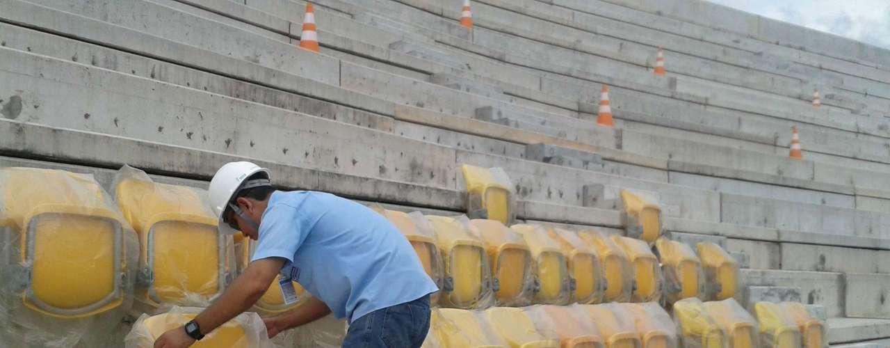 29 de agosto de 2013: com o começo da instalação dos assentos nas arquibancadas, Arena da Amazônia chegou a 78,77% de conclusão