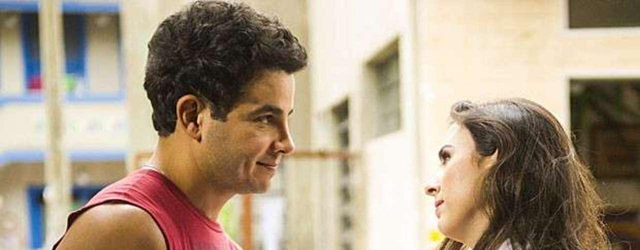 Carlito pede Valdirene em casamento e a periguete fica sem palavras