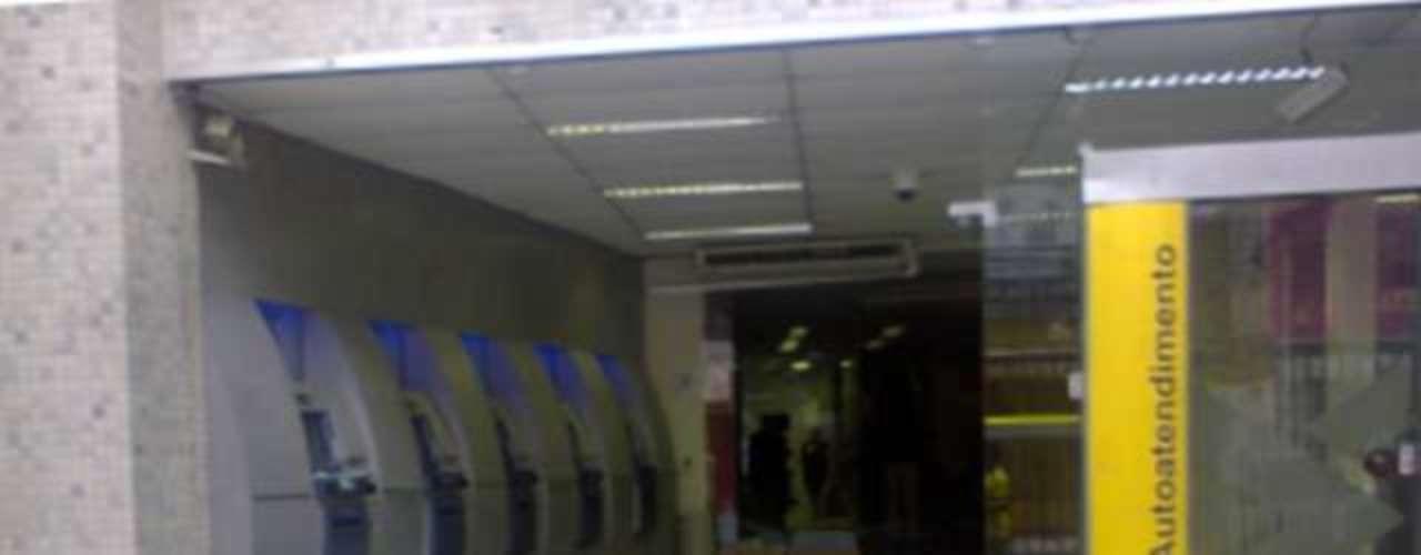 Agência do Banco do Brasil foi depredada durante protesto