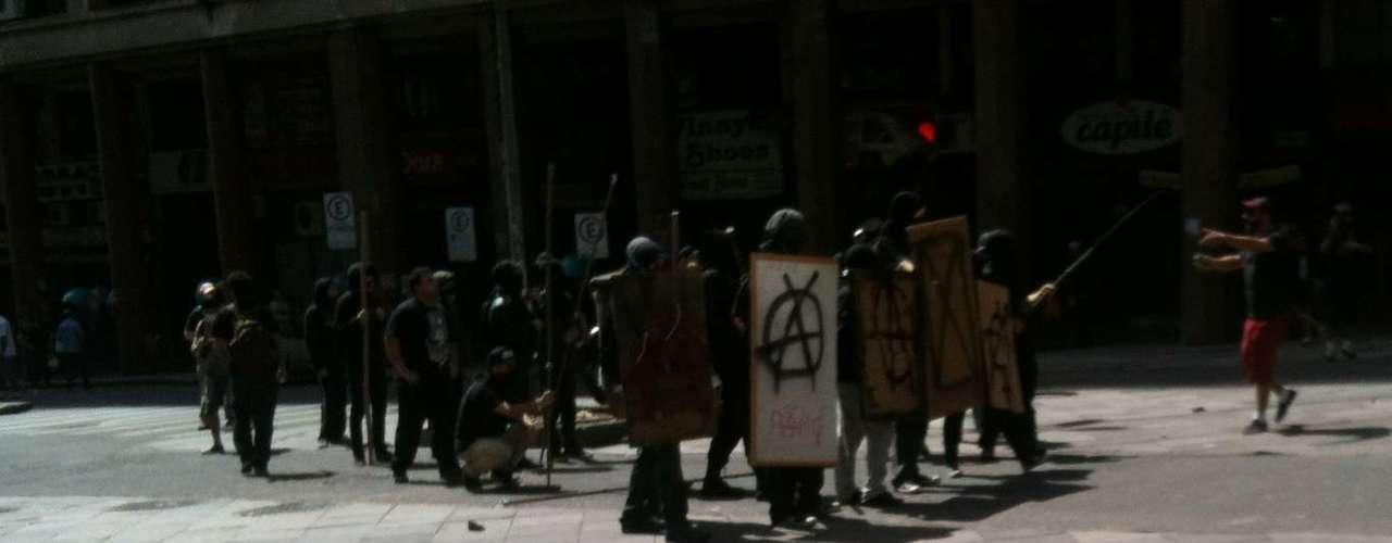 Porto Alegre - Black Blocdurante protesto em Porto Alegre