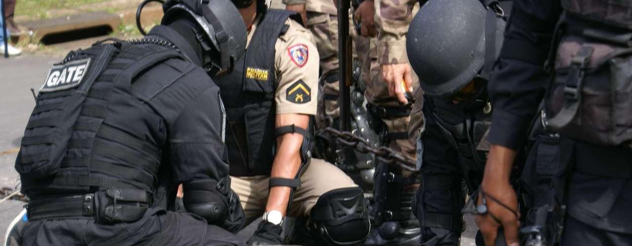 Belo Horizonte - Manifestantes são detidos pela polícia