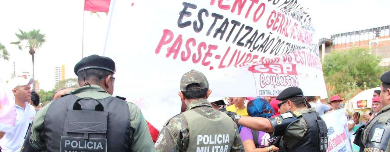 Teresina - Cerca de 200 pessoas participaram do ato do Grito dos Excluídos