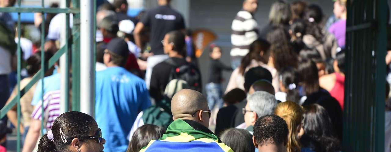 São Paulo -As pessoas tiveram de passar por revista da polícia antes de entrar