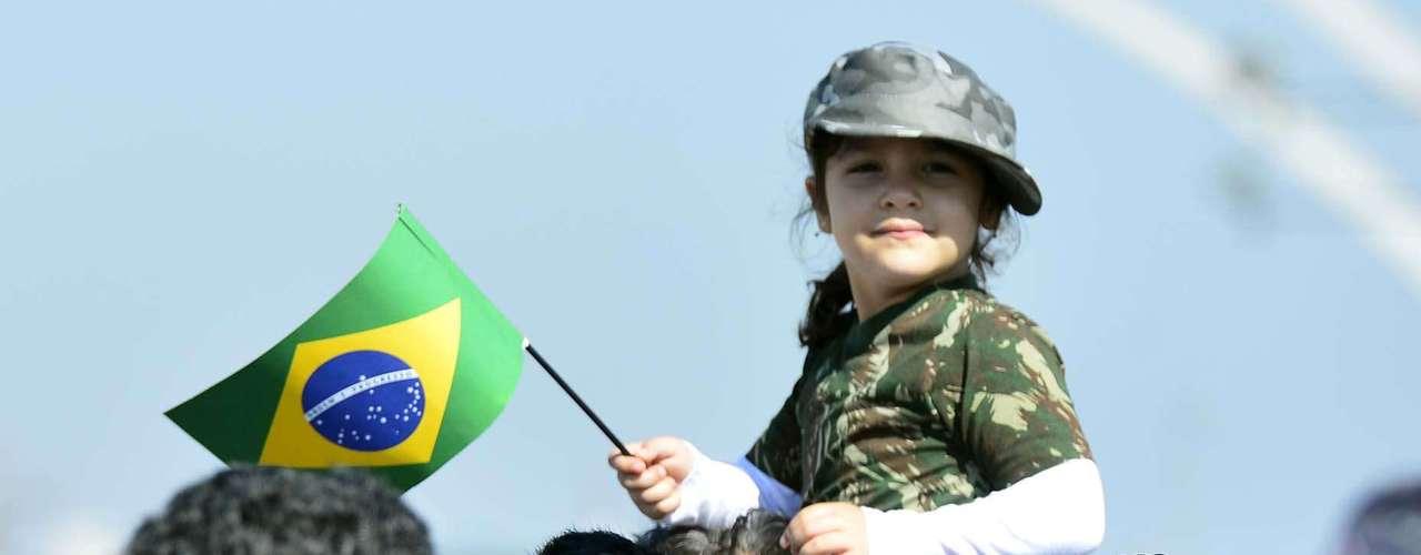 São Paulo -Crianças também foram assistir ao desfile de Independência em São Paulo