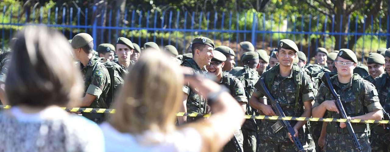 São Paulo -Faixa de isolamento com proteção militar também foi alvo dos cliques dos presentes ao Anhembi