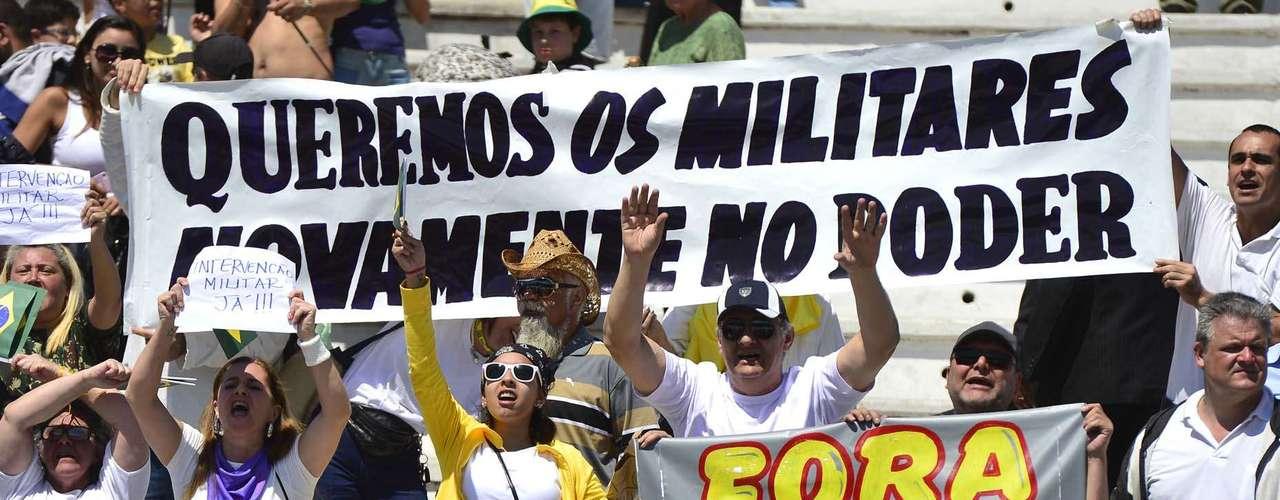 São Paulo - O Desfile de 7 de setembro na cidade de São Paulo foi marcado por um protesto isolado na arquibancada do Sambódromo do Anhembi, na manhã deste sábado