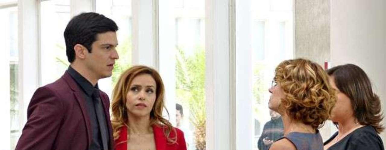 Simone vai se vingar de toda a humilhação que sofreu com Félix. Enquanto o vilão limpa a sala, após ser demitido pelo pai, ela dirá que ajudou na investigação contra ele e o chamará de \