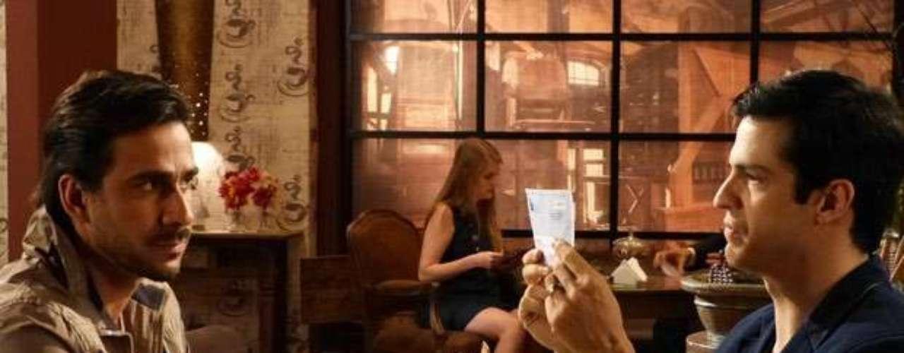 Félix (Mateus Solano) fica radiante quando Jacques (Julio Rocha) aparece com documentos que provam que César (Antonio Fagundes)tem mesmo um caso com Aline (Vanessa Giácomo). Espera só eu esfregar essa conta na cara da minha mãe! Eu vou acabar com o meu pai. E recuperar tudo que eu perdi!, comemora o administrador