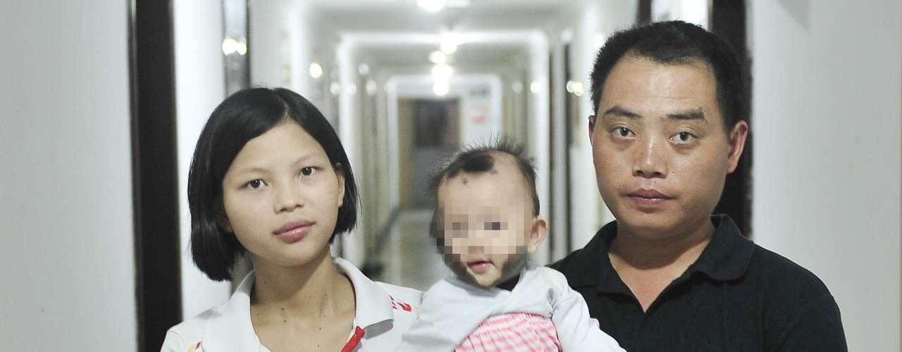 A família está sendo ajudada por voluntários reunidos online depois que a mãe, Zheng Xuexue, pediu contribuições na internet e gerou comoção na China