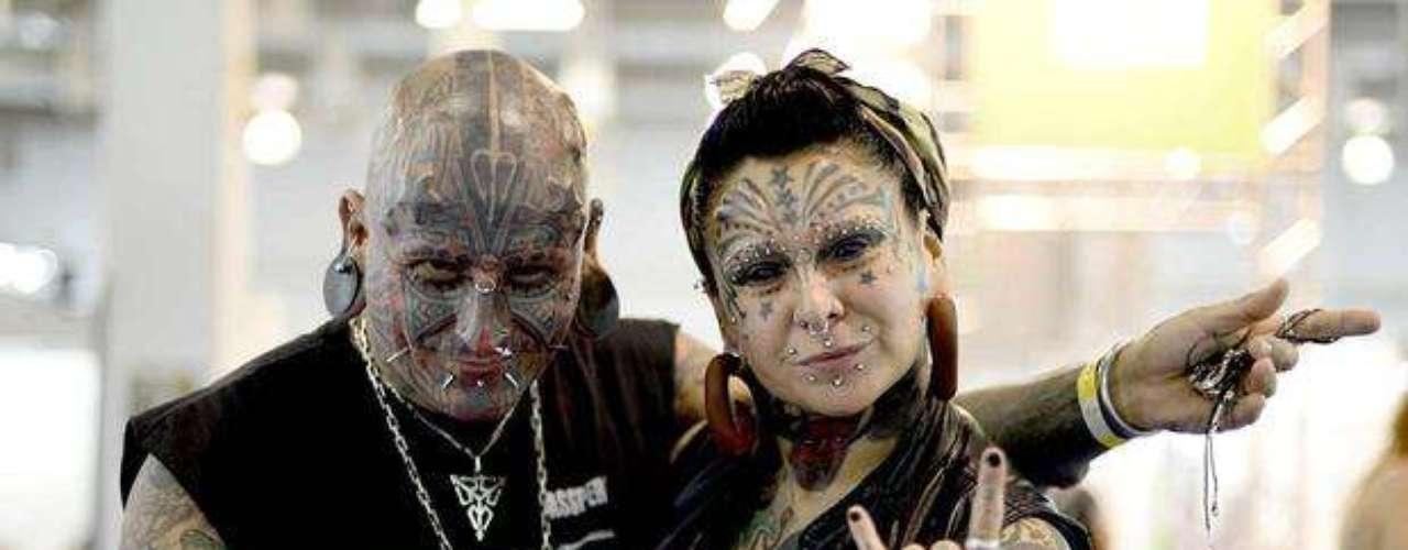 Na Tattoo Week 2013, realizada em São Paulo em julho, fãs de tatuagens se reuniram e muitos tinham rosto coberto por desenhos